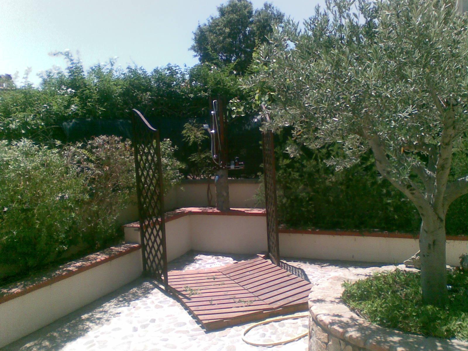 Idee language scala - Doccia esterna da giardino ...